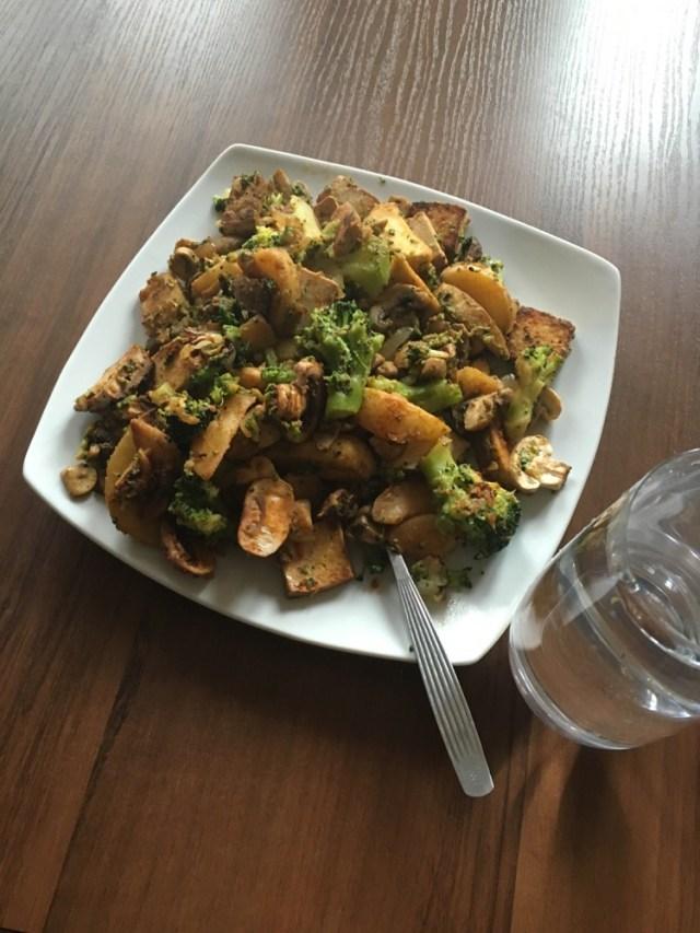 Warzywa i tofu z patelni
