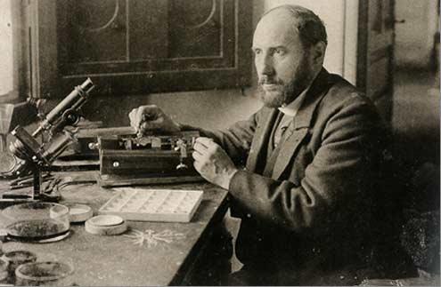 Ramón y Cajal en su laboratorio