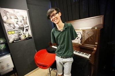 Historias inspiradoras: Liu Wei, el pianista sin manos que toca con los pies