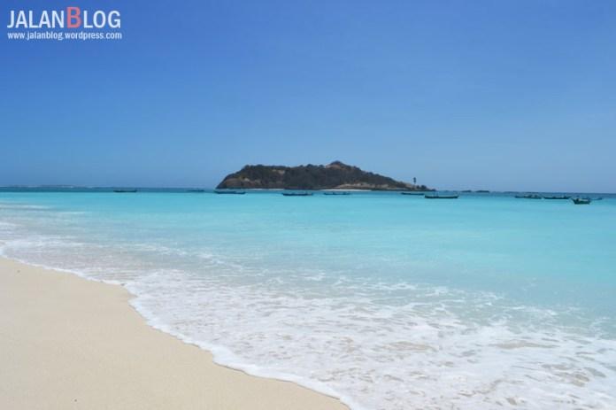 Pantai Pulau Salura