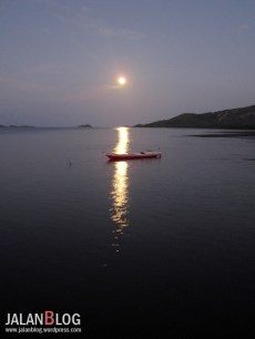 bulan purnama di Riung