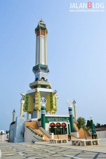 Lebih Dekta dengan Menara Gentala Arasy