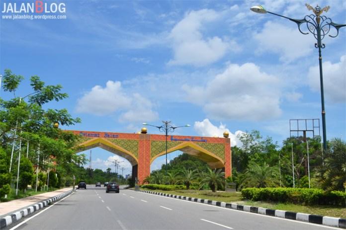 Gerbang Menuju Bandara SSKII
