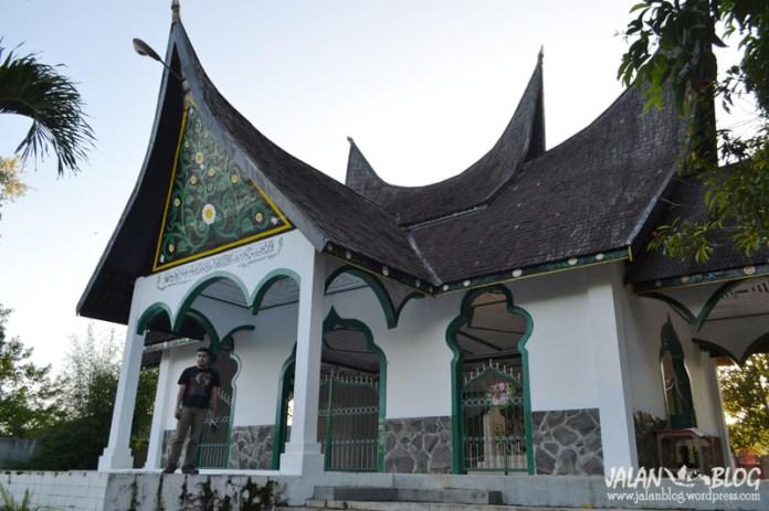 Atap bagonjong di tanah Minahasa