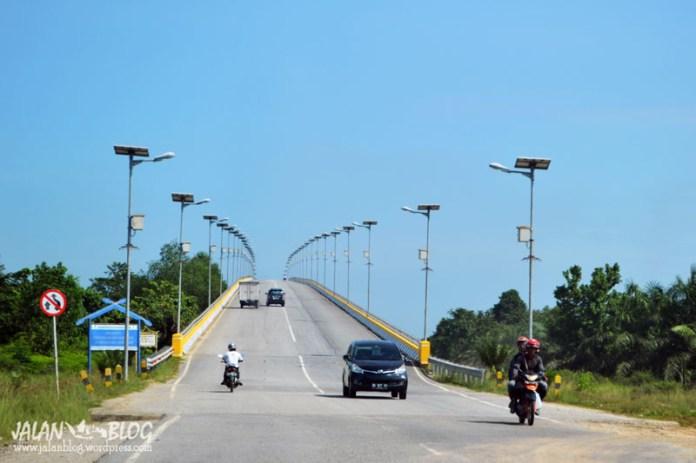 Jembatan Sultan Syarif Hasyim ( Jembatan Perawang)