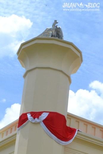 Merah Putih di Istana