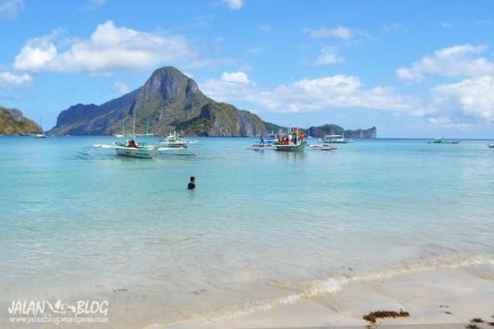 Pantai di Desa El Nido...