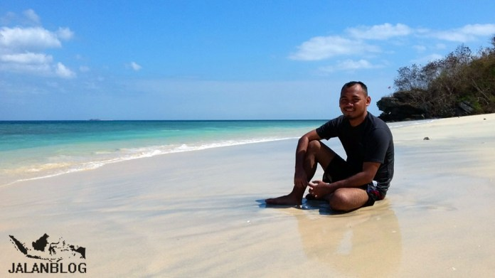 Pantai di ujung barat pulau