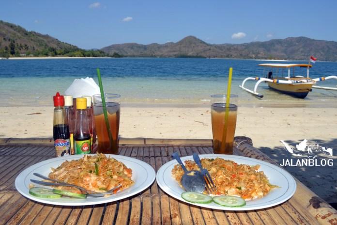 Makan dengan view begini itu rasanya nikmat banget :D