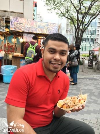 makan takoyaki