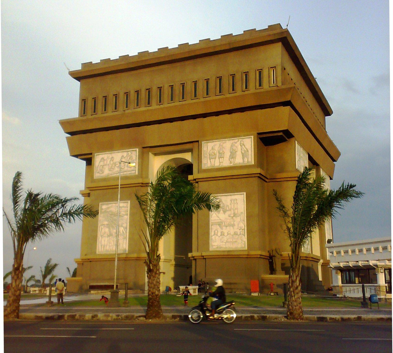 Monumen Simpang Lima Gumul Ikon Kota Kediri