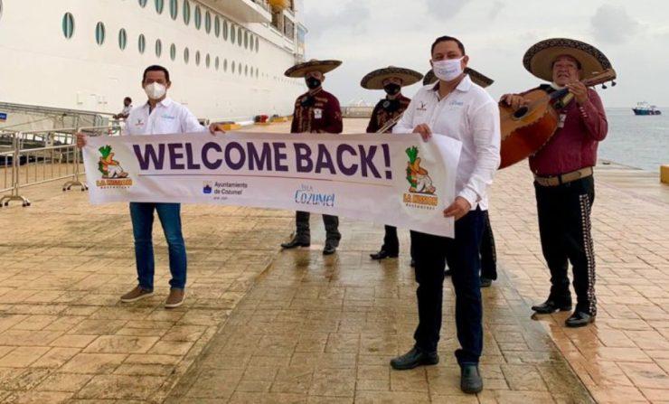 Reciben con mariachi al primer crucero que llega a Cozumel tras pandemia