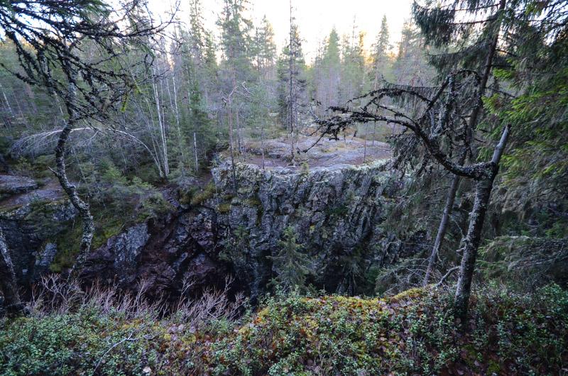 Hitonhaudan maisemaa kallioiden laelta. Kuva: Upe Nykänen
