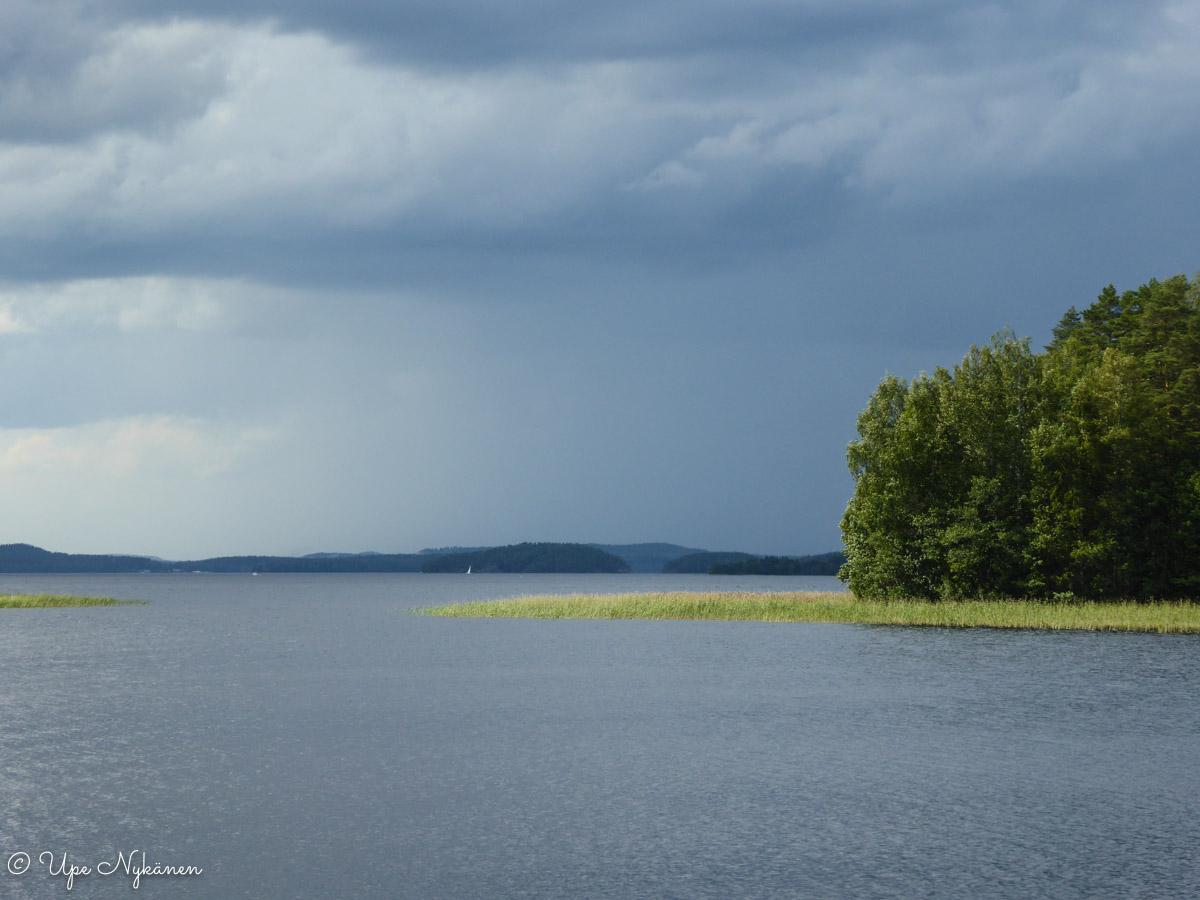 Päijänne-maisemaa kansallispuiston alueella sateen jälkeen