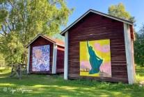 Limingan taidekoulun aittojen takaseinissä on taideteoksia.