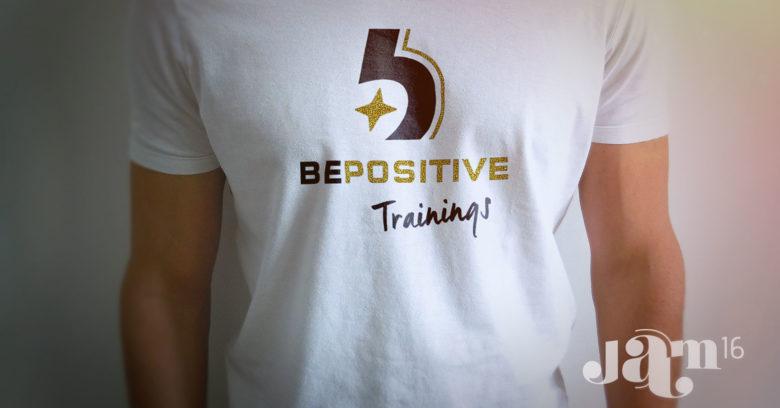 Logo op t-shirt white
