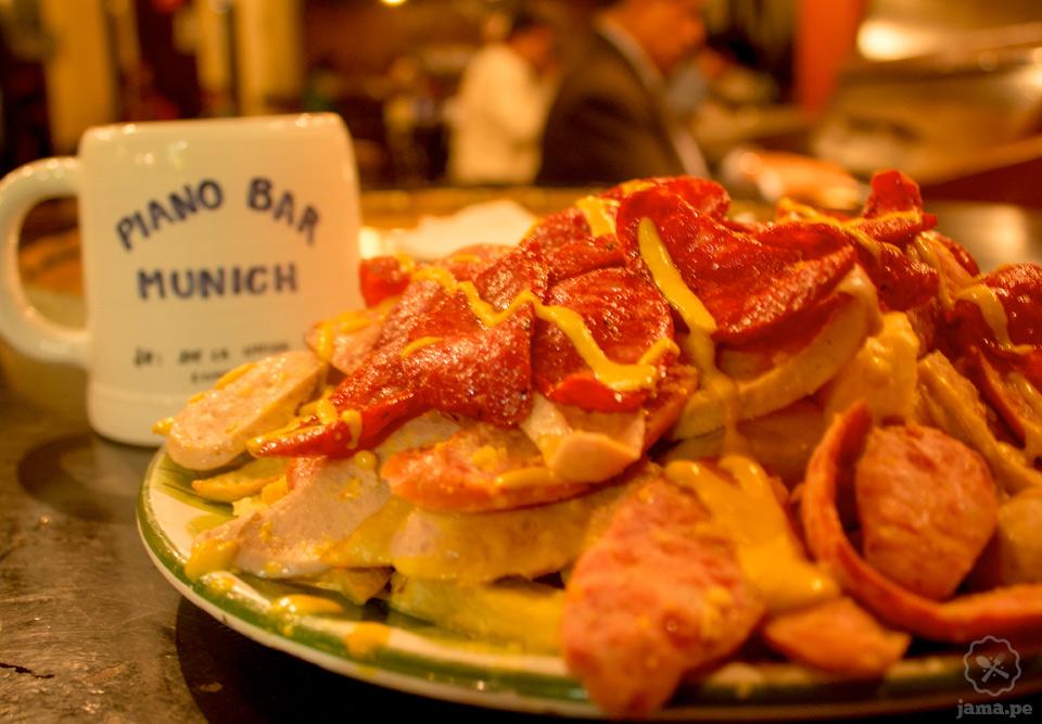 Bar Munich, donde encuentras la mejor salchipapa de Lima
