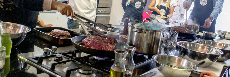 Aprendiendo a cocinar en Urban Kitchen, cocina participativa