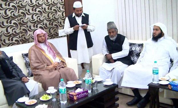 Imam of Masjid-e Nabawi visits JIH headquarters; leads Isha prayer2
