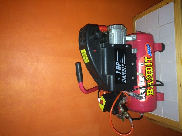 Air Compressor In Mandeville Manchester - Tools