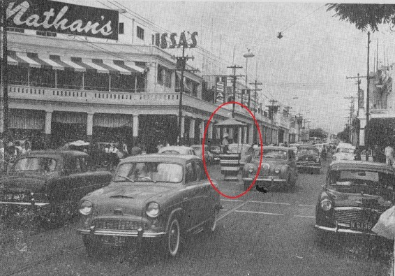 The traffic constable (circled) is positioned in the centre of King Street, close to the intersection with Barry Street. (Source: Key to Jamaica Tourist Guide Magazine, July 1959)