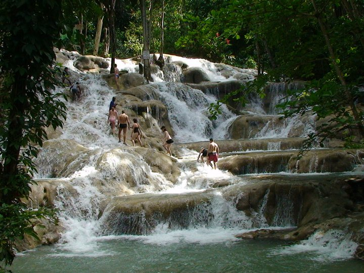 Persons climbing a section of Dunn's River Falls. (Source: http://commons.wikimedia.org/wiki/File:Ocho_R%C3%ADos-Jamaica03.JPG)