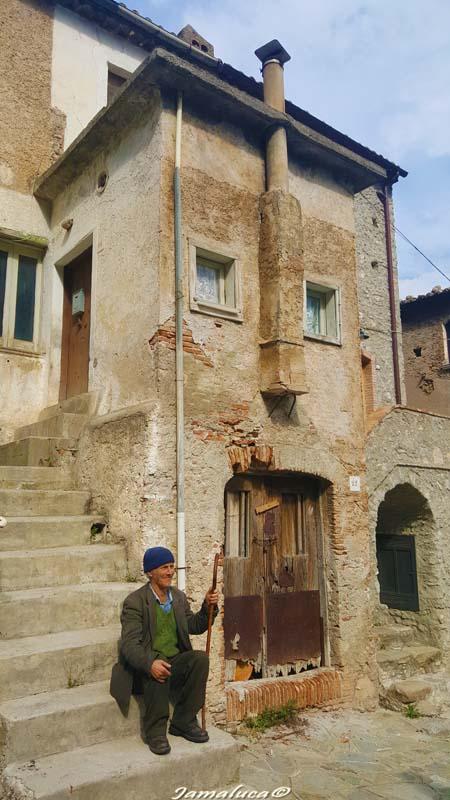 Case Kodra - Zì Antonio e la Shpia e Ndallandishit