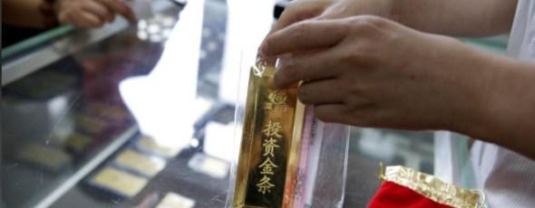 A sales assistant packs a 1000 gram gold bar Reuters | James Alexander Michie
