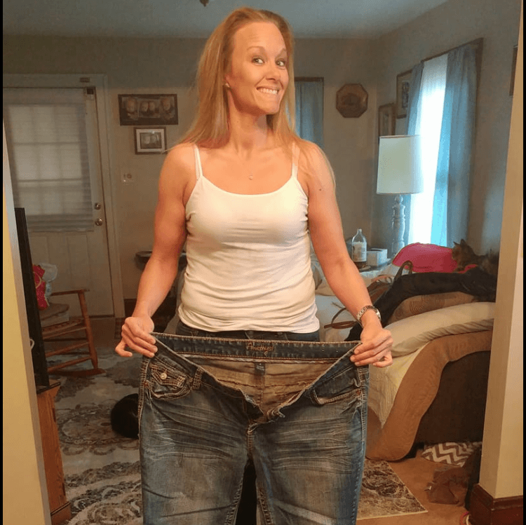 A woman lost her weight proving her loose pants