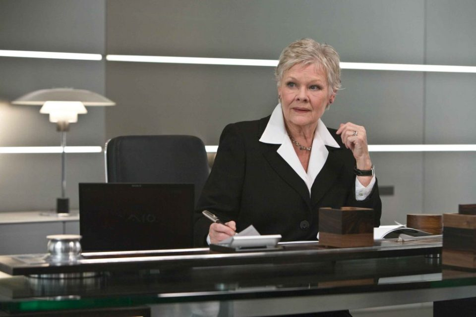 M (JUDI DENCH) at the Mi6 Head Quarters in London. Location: Pinewood Studios, Buckinghamshire, UK