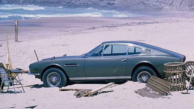 mj-618_348_on-her-majestys-secret-service-aston-martin-dbs-bond-cars-collection