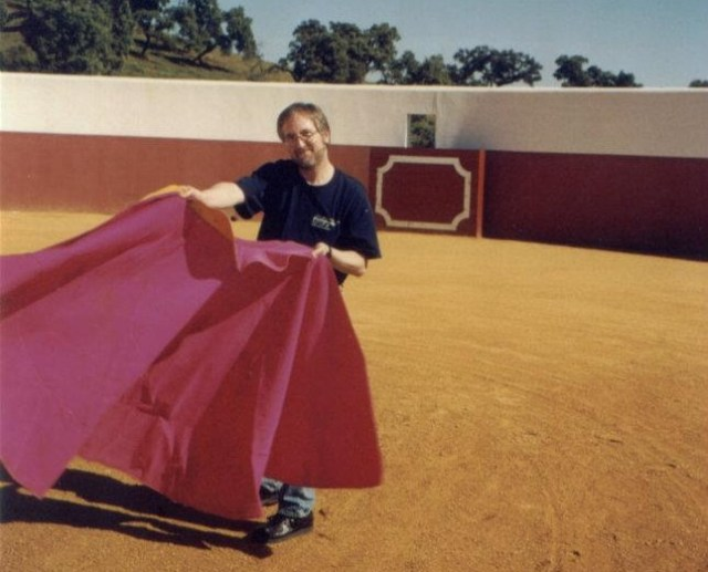 Raymond Benson durant ses recherches pour Doubleshoot, Espagne, 1999