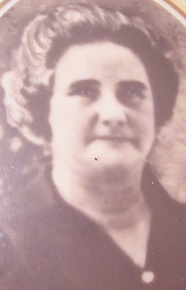 Bertha Rixon was born in 1902, the eldest daughter of first cousins William Rixon and Ellen Laing.