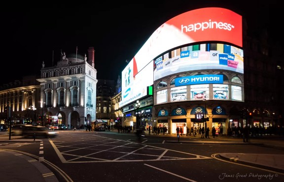 Hapiness - Piccadilly Circus - London