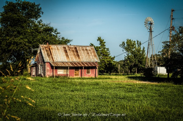 Abandoned Pink Farmhouse on FM 677