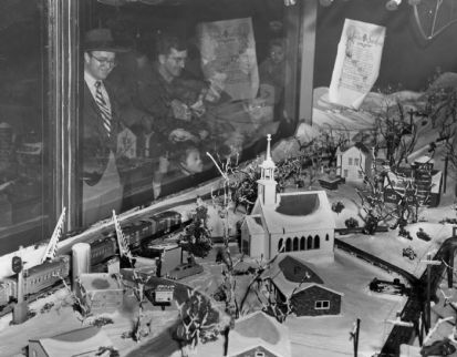 Famous-Barr's five-level train layout in 1952 St. Louis. -- St. Louis Post-Dispatch Newspaper