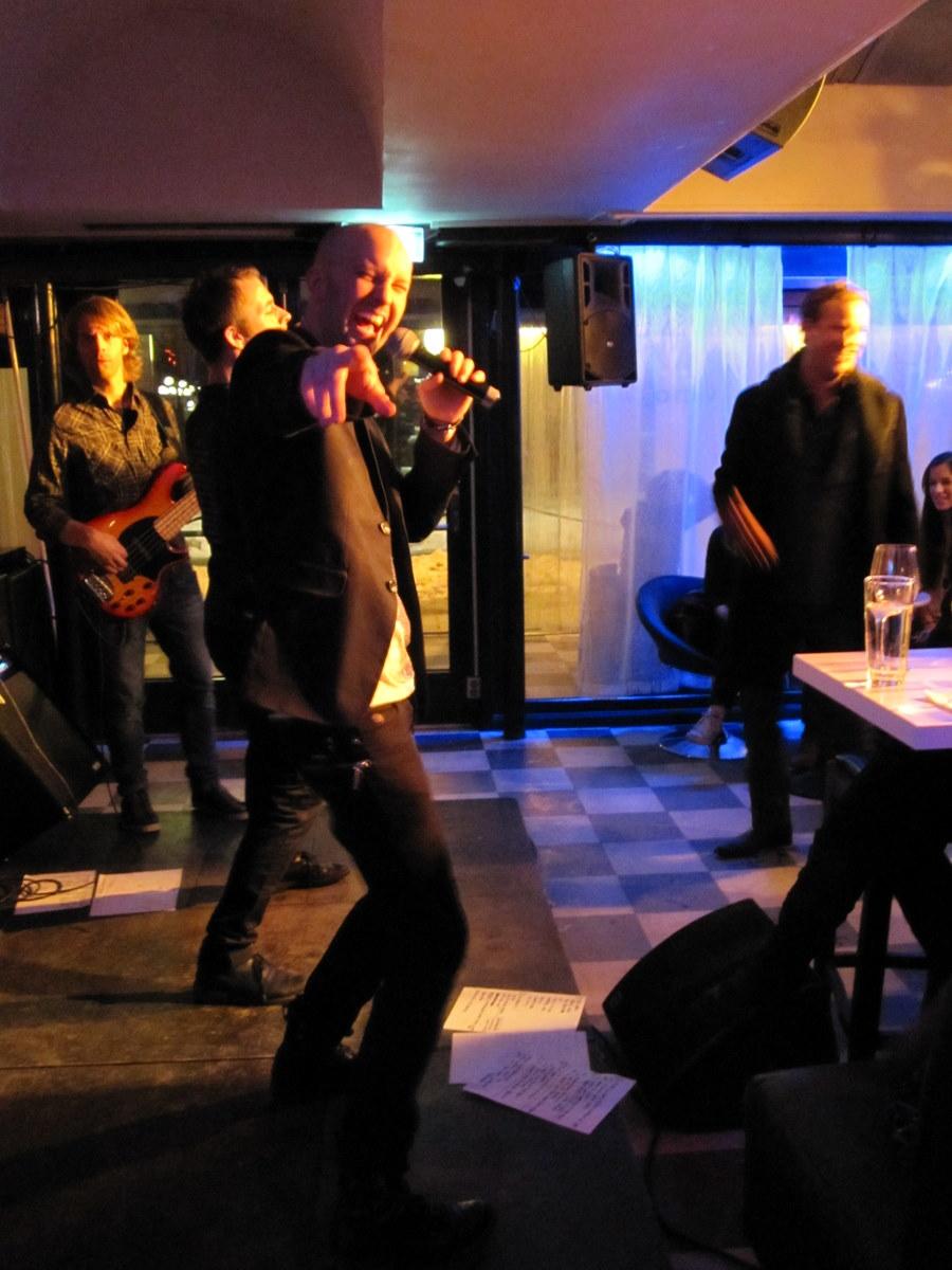 Schlager band, Hallå Hela Pressen plays at Victoria Restaurang