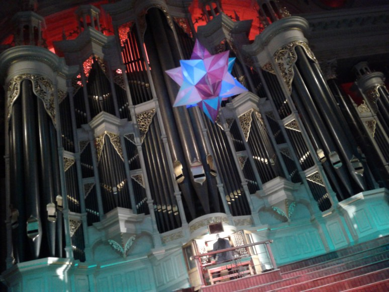 Pipe organ played at Sydney Town Hall for Lord Mayor's Drinks