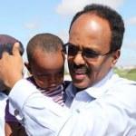 President-Farmajo-carrying-a-baby-5