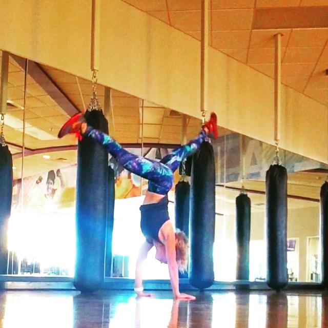 Flex & Flow handstand - yoga