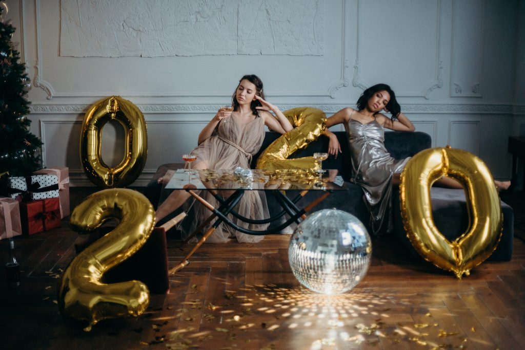 picture of people at a party with 2020 baloons deflated
