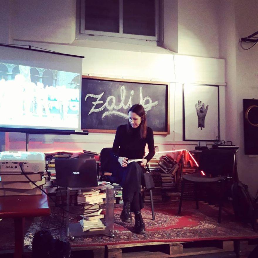 Immagine di una presentazione del libro Vietato partecipare di Jamila Baroni