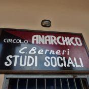 Insegna del Circolo Anarchico Berneri a Bologna
