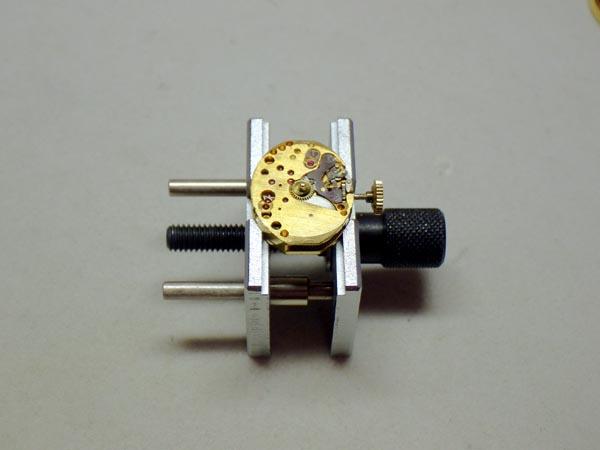 ヒルトンのブローチ方の時計 分解修理 オーバーホール