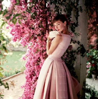 23A915FD00000578-3208768-Iconic_This_shot_of_Audrey_Hepburn_taken_in_1955_for_Glamour_mag-a-26_1440425097365