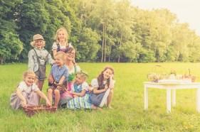 Angeln, Dirndl, Indianer, Kinderfotografie, Kinderportrait, Teich, Tracht, Wiese, natur