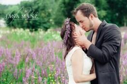 After Wedding; After Wedding Fotos; After-Wedding; After-Wedding-Shooting; Autorin; Braut(paar)shooting; Brautfotos; Brautpaar-Fotografie; Fotografie; Fotoshooting; Hochzeit; Portraitfotos; Wiese;