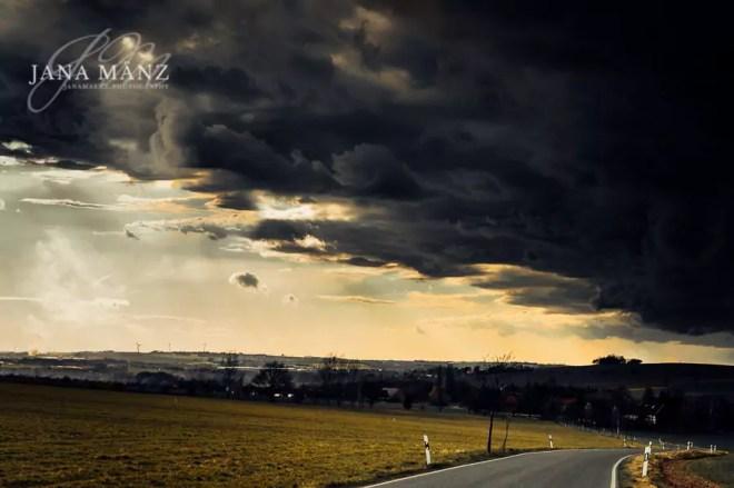 Eindrucksvolle Gewitter- und Unwetterfront über Sachsen in Deutschland