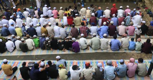 मुस्लिम धर्मावलम्बी बकर इद मनाउँदै