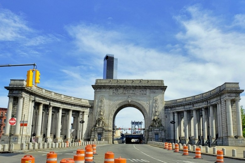 Entrance to Manhattan Bridge on the Manhattan side